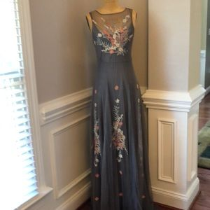BIYA long dress with embroidered flowers